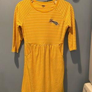 Girls Old Navy dress with 3/4 sleeves and pockets!